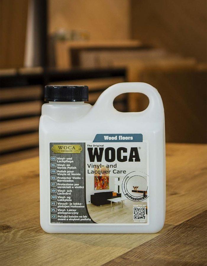 Hafro Woca Master CleanerIntensivreiniger mit Wasser im  Verhältnis 1:10 mischen und die  Oberfläche damit gründlich reinigen.