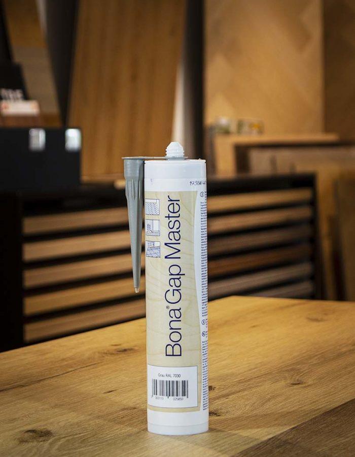 Bona Fugendichtmasse Gap Master Grau RAL 7030Bona Gap Master ist eine silikonfreie Fugendichtmasse zum Verschließen von Fugen. Sie kann mit allen Bona Lacksystemen überversiegelt werden