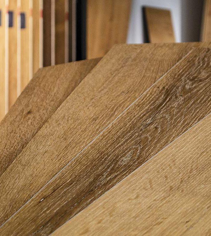 Lico Vinylboden Hydro Rigid Eiche Trentino ultramatt gebürstetLAGERABVERKAUF! Der Vinylboden ist unempfindlich gegen Schmutz oder Absatzspuren und ist trotz allem angenehm fußwarm und gelenkschonend. Sie werden immer das Gefühl haben auf einem echten Holzfußboden zu gehen.